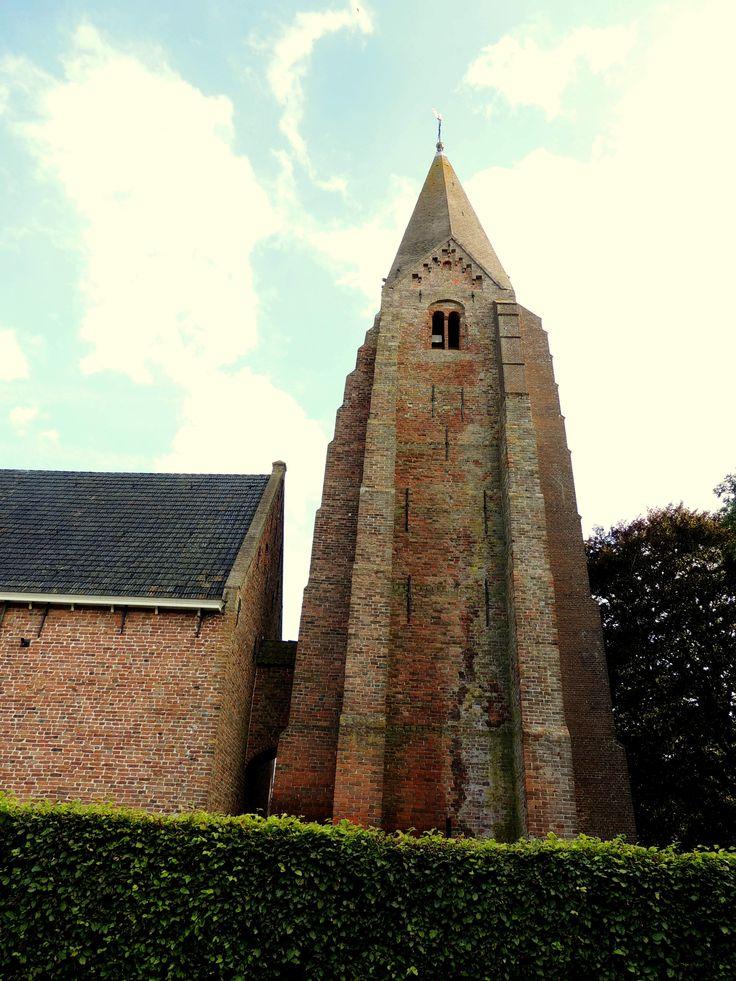 De gemetselde toren van de Kerk in Surhuizum. Friesland De Netherlands