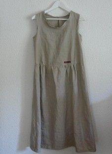 Jolie robe en  lin. Toute fraîche pour l'été. A porter seule ou superposée avec un jupon ou un panty blanc