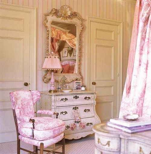 Shabby Chic:  love the Bombay chest!
