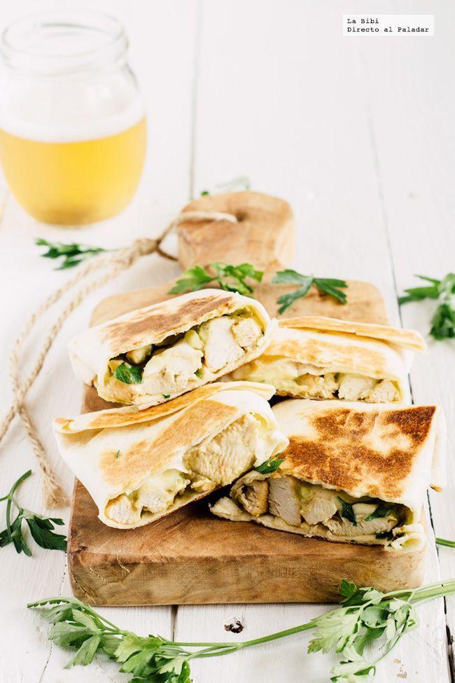 receta de wrap de pollo y aguacate. receta con fotografías de cómo hacerlo y sugerencias de cómo comerla. recetas de tacos, burritos y wraps