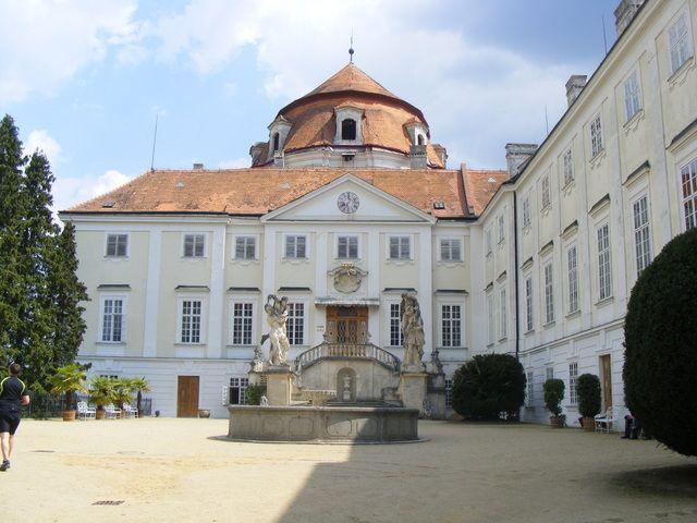 Zámek Vranov nad Dyjí (Zámek) • Mapy.cz