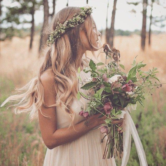 molto carina l'idea del tipo di mazzo di fiori, e ovviamente i capelli, naturali con onde.