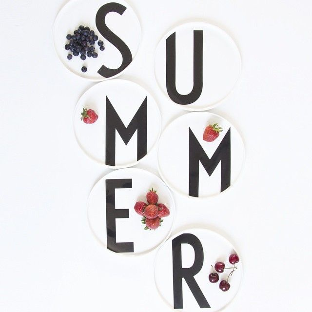 Summer plates and berries - a perfect match! Plates featuring AJ Vintage ABC by Arne Jacobsen.