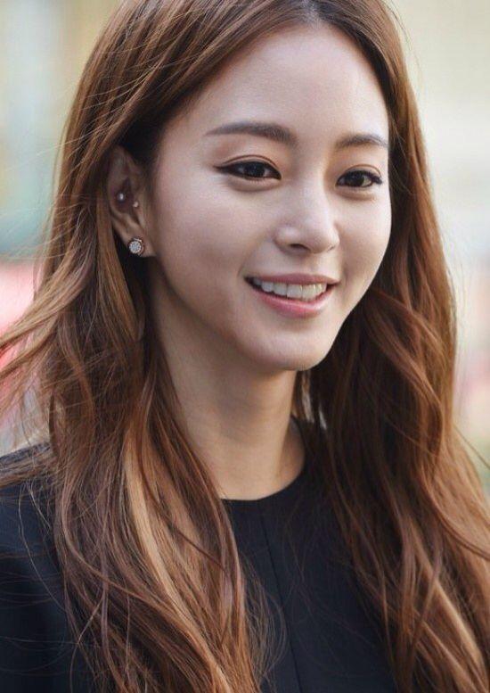 1000 idées sur le thème Coiffures Coréennes Femme sur Pinterest ... Ear Piercing Tumblr