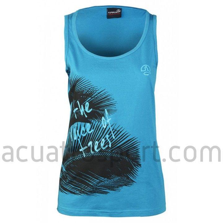 Camiseta Ternua modelo Junee para mujer.   Color azul con estampado frontal.   Frase serigrafiada: The voice of the trees.   Diseño en cuello redondo y tirantes.   Composición: 100% algodón orgánico. #ternua