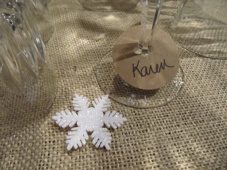 Wineglass name tags... Dye cut circles, hole punch center, cut a slit to meet hole punch, write a name!: Glasses Markers, Christmas Home, Circle Punch, Christmas Ball, Glasses Stems, Circles Punch, Larger Circles, Hole Punch, Entertainment Parties Ideas