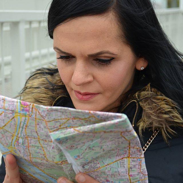 Gibt's da nicht auch ne App? Ja bestimmt. Allerdings sind altmodische Karten doch auch ganz toll. Schafft es eigentlich jemand die wieder genauso zusammenzufalten wie sie waren? 😉 #Wien #Vienna #Österreich #Austria #Sightseeing #reiseplanung #worldtraveller #wanderlust #ReiseBlog #Reiseführer #travel #Traveller #Travelgram #travelgoals #traveldiary #urlaubsreif #Urlaub #vacation #instalike #instatravel #Girl #germanblogger #Blogger #qualitytime #lifeisajourney #collectmomentsnotthings…
