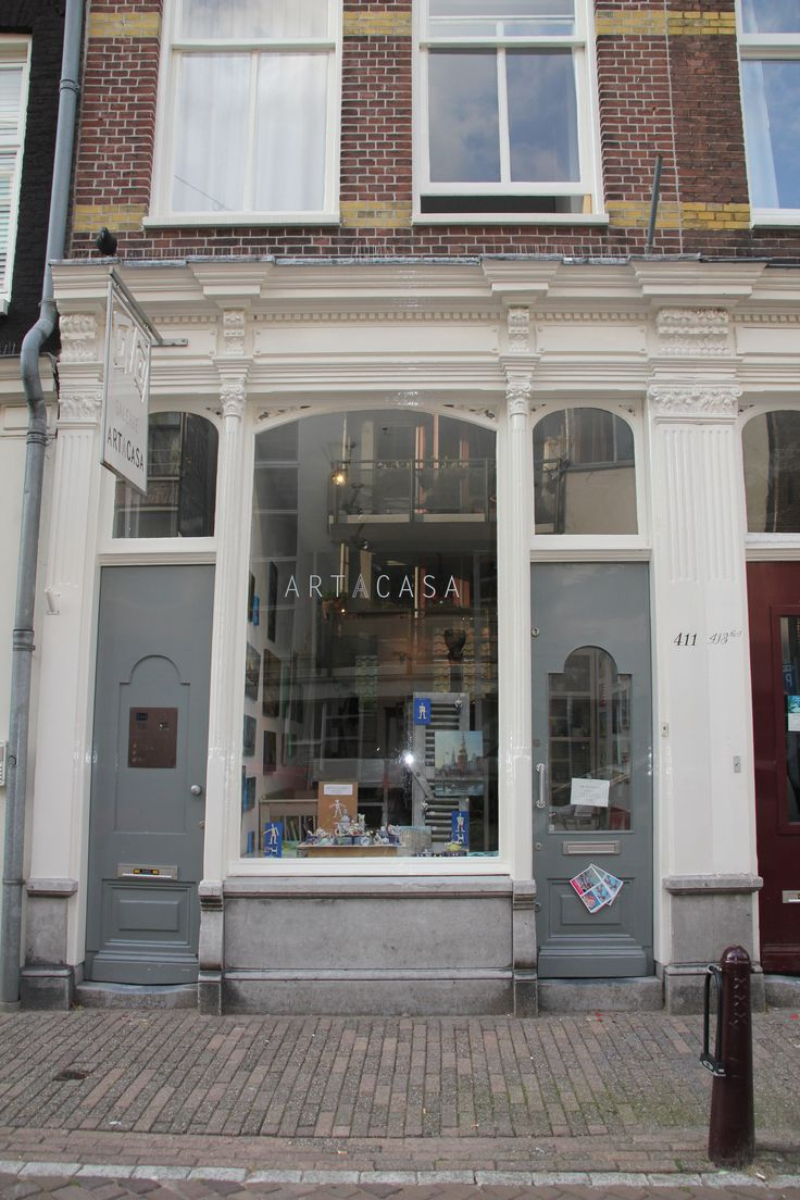 *ART GALLERY #ART A CASA This lovely gallery is located in the centre of #Amsterdam on Kerkstraat 411-HS. They sell beautiful pieces of art and painting that are quite affortable. Open on thursdays, fridays and saturdays from 13.00 till 18.00 hours and by appointment. www.artacasa.nl