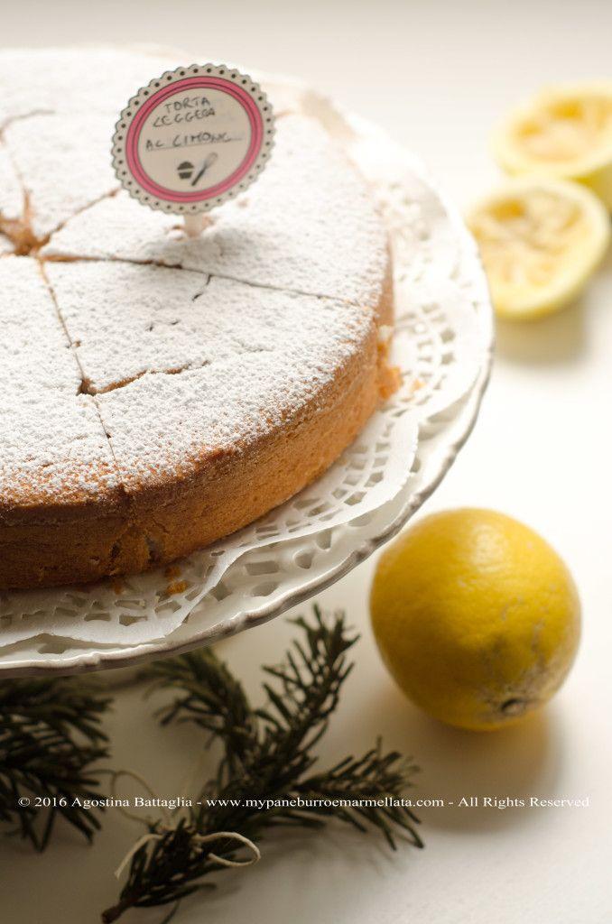 a light and delicious #lemon #cake! soooo #yummy - #dairyfree #eggwhiteonly | http://www.mypaneburroemarmellata.com/2016/04/torta-leggera-al-limone-con-solo-albumi-e-senza-lattosio.html