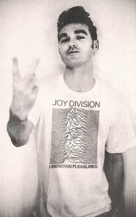 Morrissey. Con esa camiseta gana mucho ;P