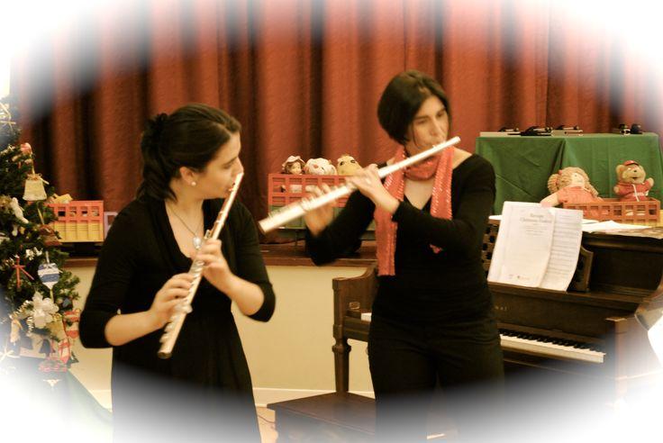 """Duo Wood Fernández en """"Yelitude Fantasy"""" concierto de Navidad en la Union Church de Lima (Perú). Con mi amiga Nancy Wood, diciembre 2012"""