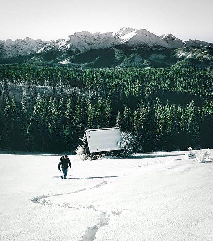 """via. @michaleksadowski  """"New Year's Eve in the Tatra Mountains  Happy 2018 Everyone! """"  Zobacz więcej podróżniczych inspiracji na: http://ift.tt/2k1V00E  Polub nas na fb: http://ift.tt/2qiHjxm Poznaj nas na Twitterze: http://twitter.com/wagabundaclub - Polub nasz profil i oznacz nas na zdjęciu @wagabundaclub a podamy Twoje zdjęcie dalej :) - Zdjęcie autora:http://ift.tt/2zXn34E"""