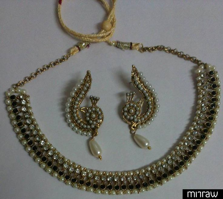 Traditional necklace with peacock earrings