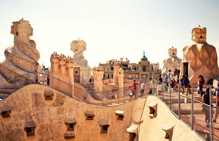 """La Pedrera (Barcelona, Espanha) - Também conhecido como 'Casa Milà"""", o edifício é mais uma obra-prim... - Shutterstock"""