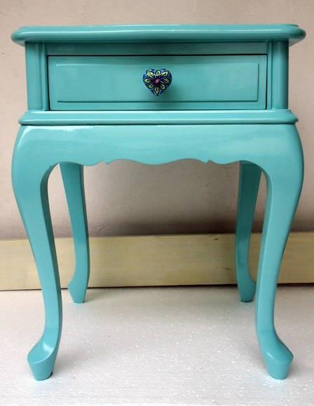 Lindo criado mudo estilo provençal em laca azul tiffany e puxador de porcelana