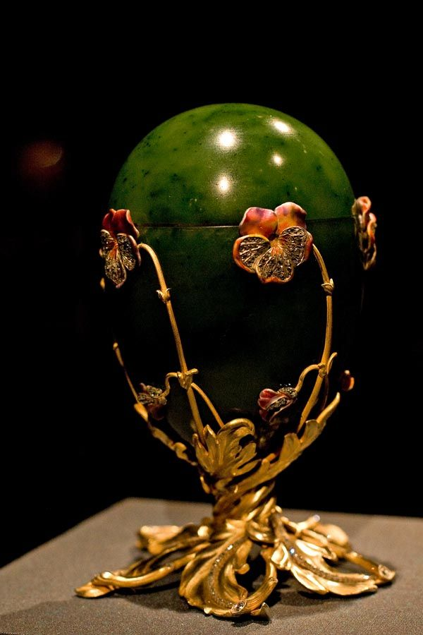 Pansy Egg (aka the Spinach Jade) Faberge egg 1899: Eggs Aka, Fabergé Eggs, Faberge Eggs, Private Collection, Fabulous Faberge, Pansies Eggs, Spinach Jade, Nicholas Ii, Photo Galleries