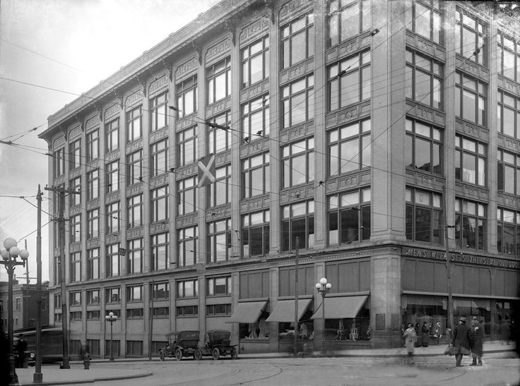 The corner of Town and High in 1930. This is the F& R Lazarus Store. My mom could have been on that streetcar on her way uptown. I never experienced the downtown store with all the windows you see here. How I would love to spend a day with a camera in that downtown. Columbus Metropolitan Library Bob Grove