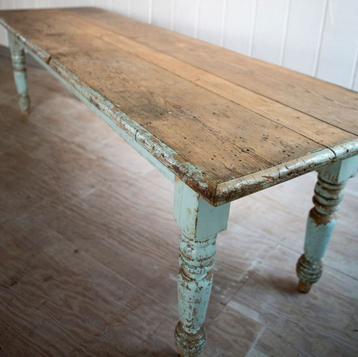 I adore this big chippy farmhouse dining table