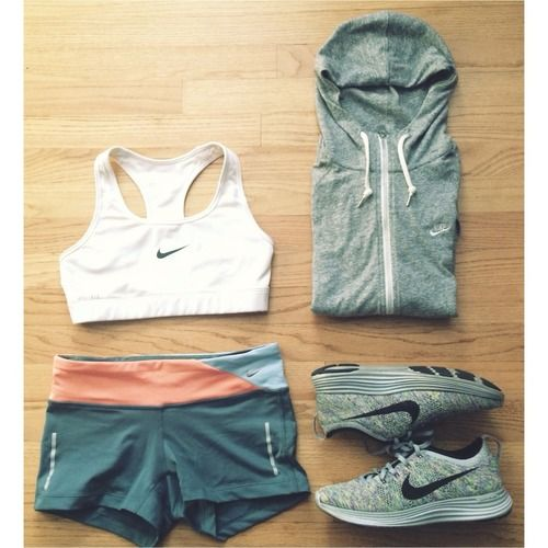 All Nike errrthaaaang! Comfy gym combo. Whether you are a cardio bunny or an iron woman, this looks like a good combo, in or out of the gym. Run, hop, squat, into Fall 2014. #fallcolors