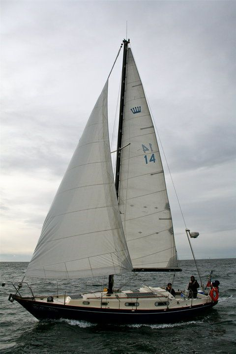 The Contessa 32 Sailboat : Bluewaterboats.org
