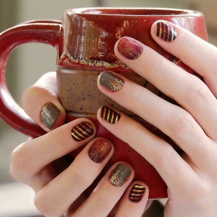 I just love our fall/autumn wraps! These are some of my favorites every year! https://brandihogan.jamberry.com/us/en/shop/shop/for/nail-wraps?collection=collection%3A%2F%2F1142&categoryFacet=categoryfacet%3A%2F%2Fautumn
