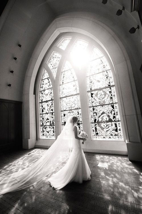 How beautiful.. These are the kind of photos that make me want to get married in a church or castle.