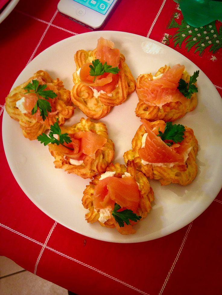 Barchette di patate, salmone e robiola