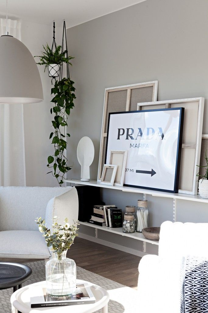 Peque o apartamento muy luminoso con paredes resaltadas en for Apartamento muy pequeno