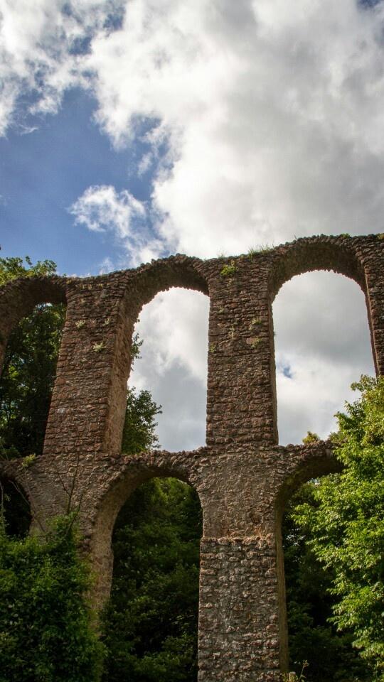 Roman aqueduct in Monterano, Italy. Photo by Piero Persello    more info: http://it.wikipedia.org/wiki/Monterano