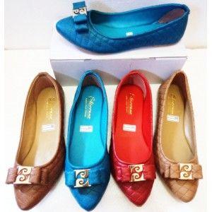 Flat Shoes Kulit dengan model yang simple elegant.