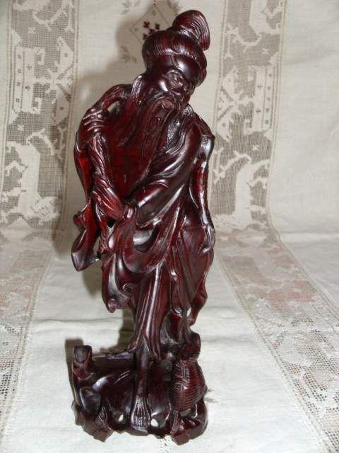 """Pescatore orientale""""scultura in legno indonesiano."""