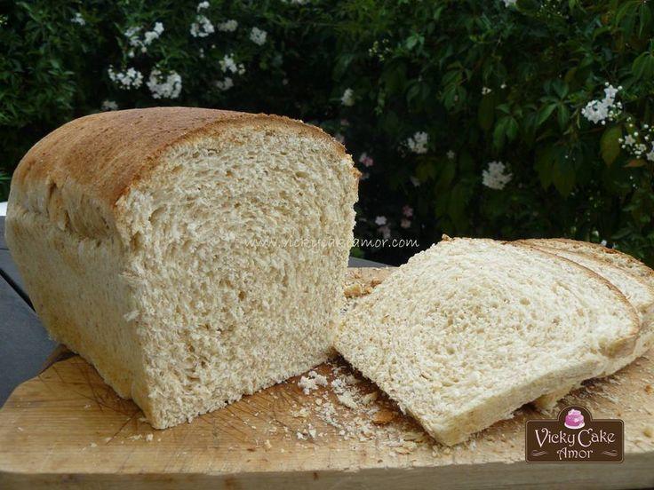 Whole Wheat home made Bread on my blog: http://www.vickycakeamor.com/2013/09/pan-de-molde-integral-con-levadura-natural.html