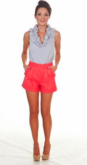 summer lovin: Pink Shorts, Colors Combos, Colored Shorts, Color Combos, Summer Outfits, Nude Heels, Summer Lovin, Ruffles Tops, Coral Shorts