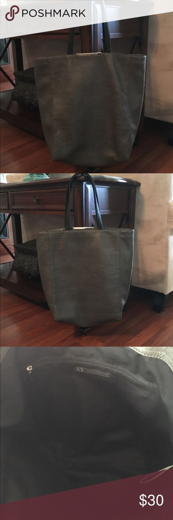 ✨Armani Exchange✨ Gray Tote Handbag Used Armani Exchange tote bag.. Great fall color! Great for everyday use for office or school.. *** smoke free home*** Armani Exchange Bags Totes