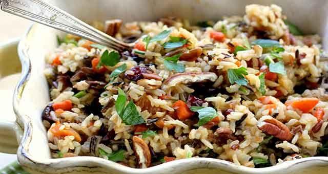 Salada de Arroz Selvagem à Moda Marroquina Vegana