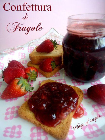 Confettura di fragole, ricetta fatta in casa. Dolce e profumata perfetta per la colazione e la merenda. Ottima per farcire dolci - wings of sugar blog
