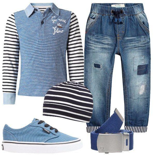 Jeans con risvoltini a righe bianche e blu, abbinati alla polo a maniche lunghe a righe, in cotone. Accostiamo il berretto, in jersey, a righe bianche e blu, le sneakers basse, celesti e la cintura in tela.