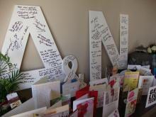 Gastenboek trouw. Grote witte letters. Hierop kunnen de gasten een groet schrijven. Heel leuk om nadien tegen de muur te hangen.