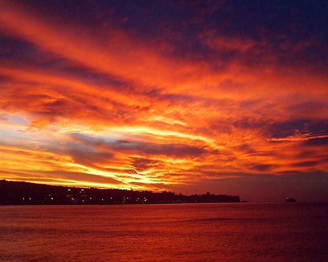 Cielo que parece fuego en Valparaiso
