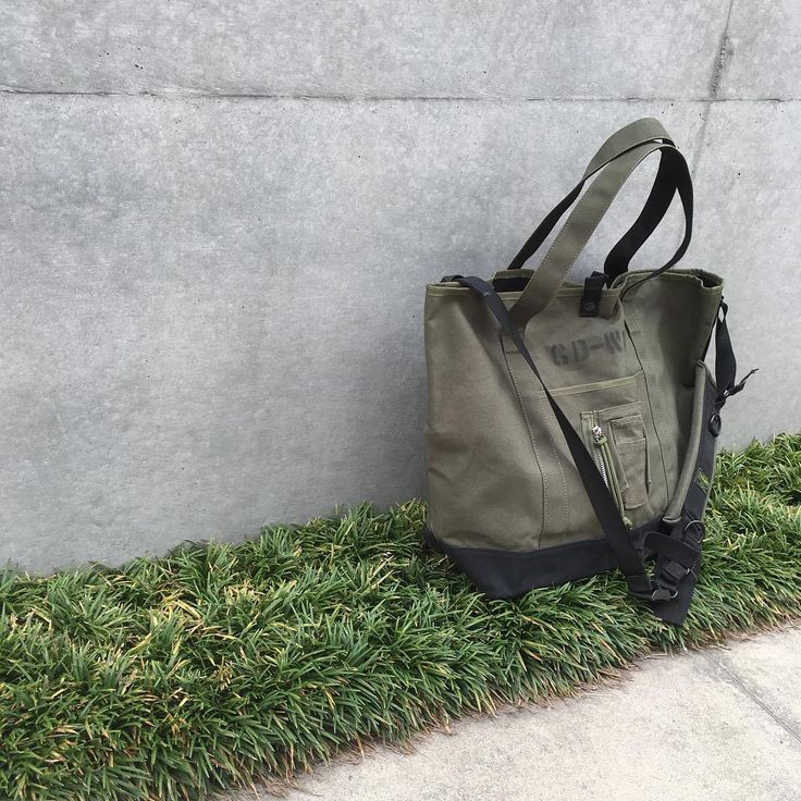 -FIELD TOTE BAG - with Alice Shoulderstap ・ Color:Olive ・ House brand of @tokyopostexchange  Made in japan ・ info@tokyopostexchange.com ・ パラフィン加工が施された生地を使ったトートバッグ。飛行服のMA-1ポケットとギミックのある野戦用バックパックのショルダーストラップのデザインと機能性をミックスしている。 ・ #forsale #housebrand #modified #field #totebag #alicepack #ma1 #ma1pocket #shoulderbag #shoulderstrap #olive #militarybag #tokyopostexchange #トーキョーポストエクスチェンジ