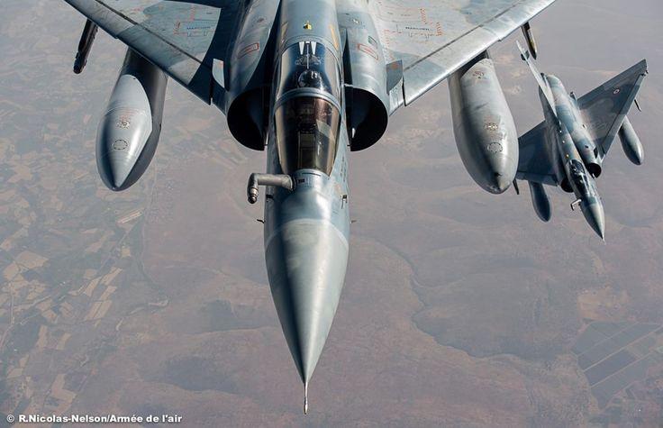 Barkhane : L'Armée de l'Air déploie deux Mirage 2000C à Niamey, au Niger. Photo : (c) R. Nicolas-Nelson / Armée de l'Air - Deux Mirage 2000C lors de leur convoyage vers la base aérienne de Niamey, au Niger.