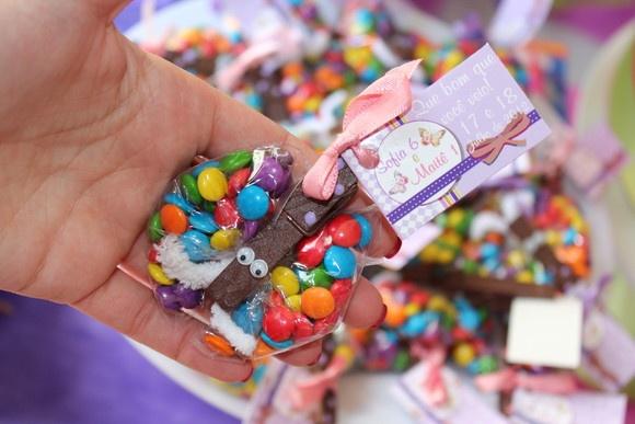 Borboleta de confete e pregador: Butterfly