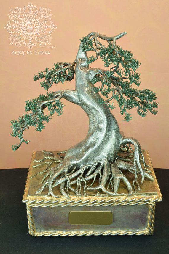 A unique and artistic cinerary urn. In the shape of bonsai Neagari.