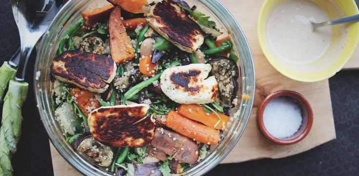 Ljummen quinoasallad med aubergine och halloumi