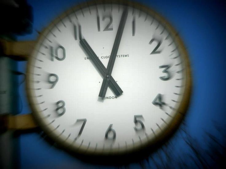 Malvern Showground Clock with 'movement' on zoom.