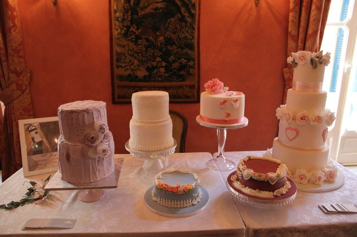 Solo con un set di torte simile si può avere un matrimonio delizioso!