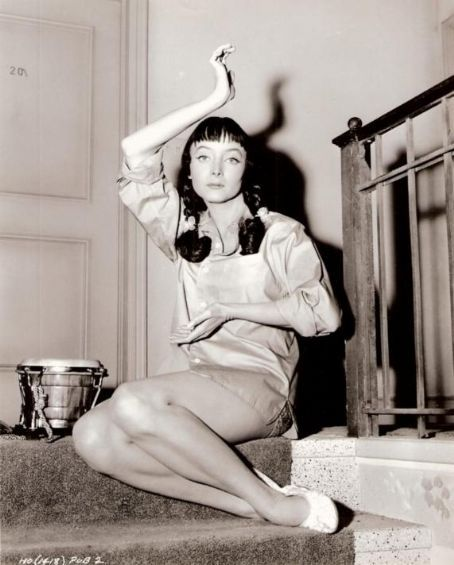 Dig that kooky Carolyn Jones, 1950s.  via retrogasm