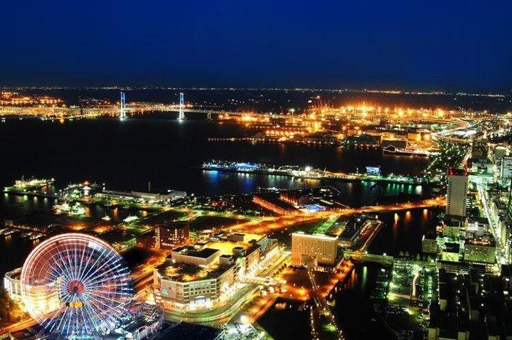 Illuminations of Yokohama| The night view of Yokohama Royal Park Hotel which occupies the No.1 upper-layers story of Japan /日本一の高層階を占める横浜ロイヤルパークホテルの夜景