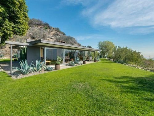 The Dorothy Derulnic Residence (1953) by mid-century master Richard Neutra is up for sale.