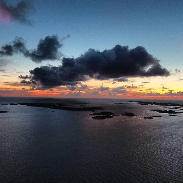The veiw from 50 feet above the sommer house 😍 #veiw#sun#ocean#dive#diving#islands#norge#norway#visitnorway#hellesøy#sky#instagood#insta#instadaily#photo#photography#photoofday#me#awesome#amazing#spearfishingnorway#nature#naturelovers